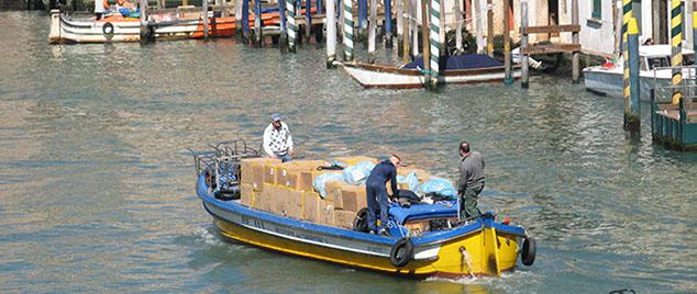 Trasporti con barca a Venezia
